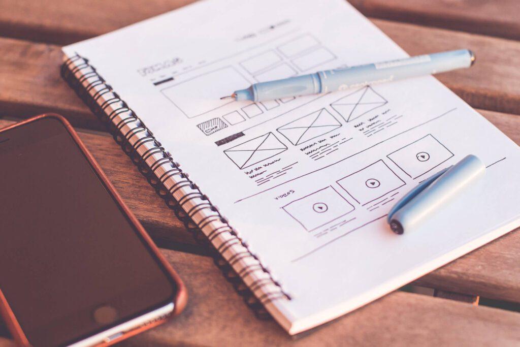 werbekueche-webdesign-website-erstellung-wireframe-schreibtisch